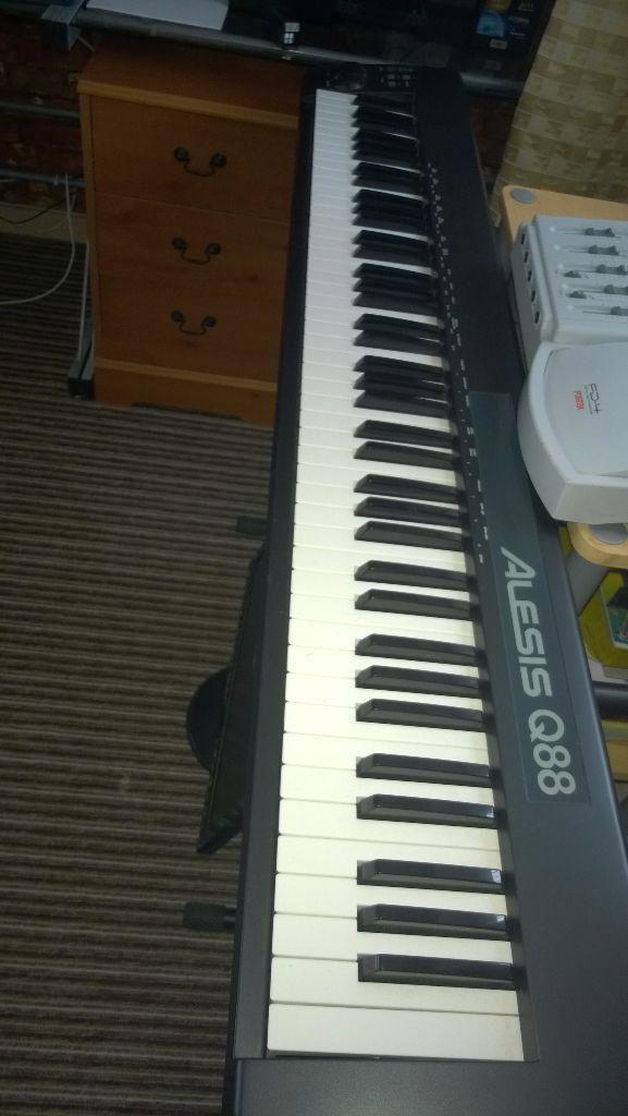 Alesis-Q88-Midi-Keyboard-20150714103754